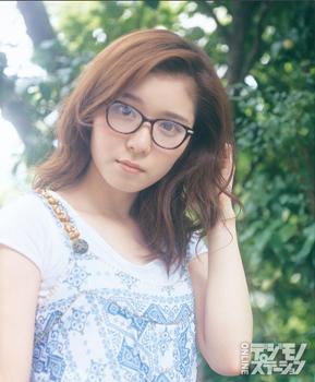 メガネ姿の松岡茉優